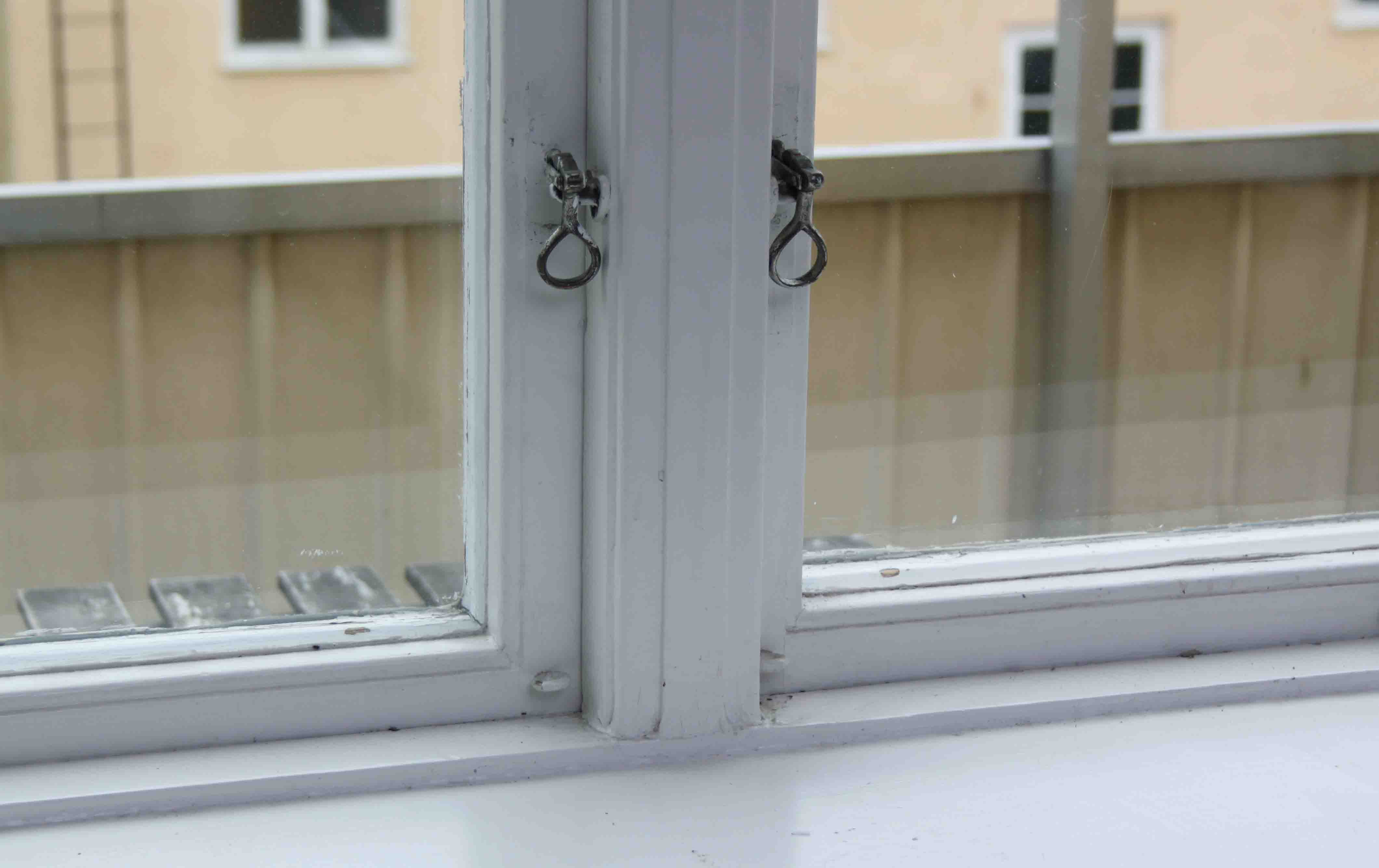isolera fönster med plastfilm